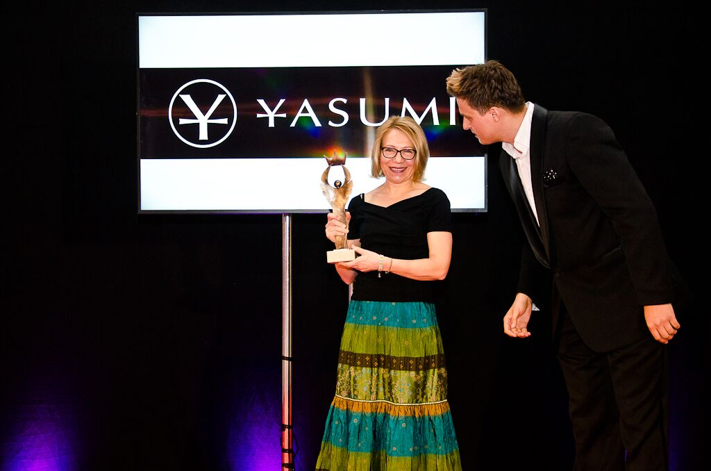 Zofia Bydałek ze statuetką lidera systemów franczyzowych w konkursie Businesswoman & life